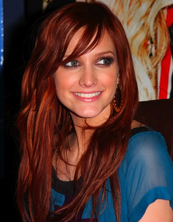 Another hot hairstyle by Ashlee Simpson! If you don't have a natural wave in